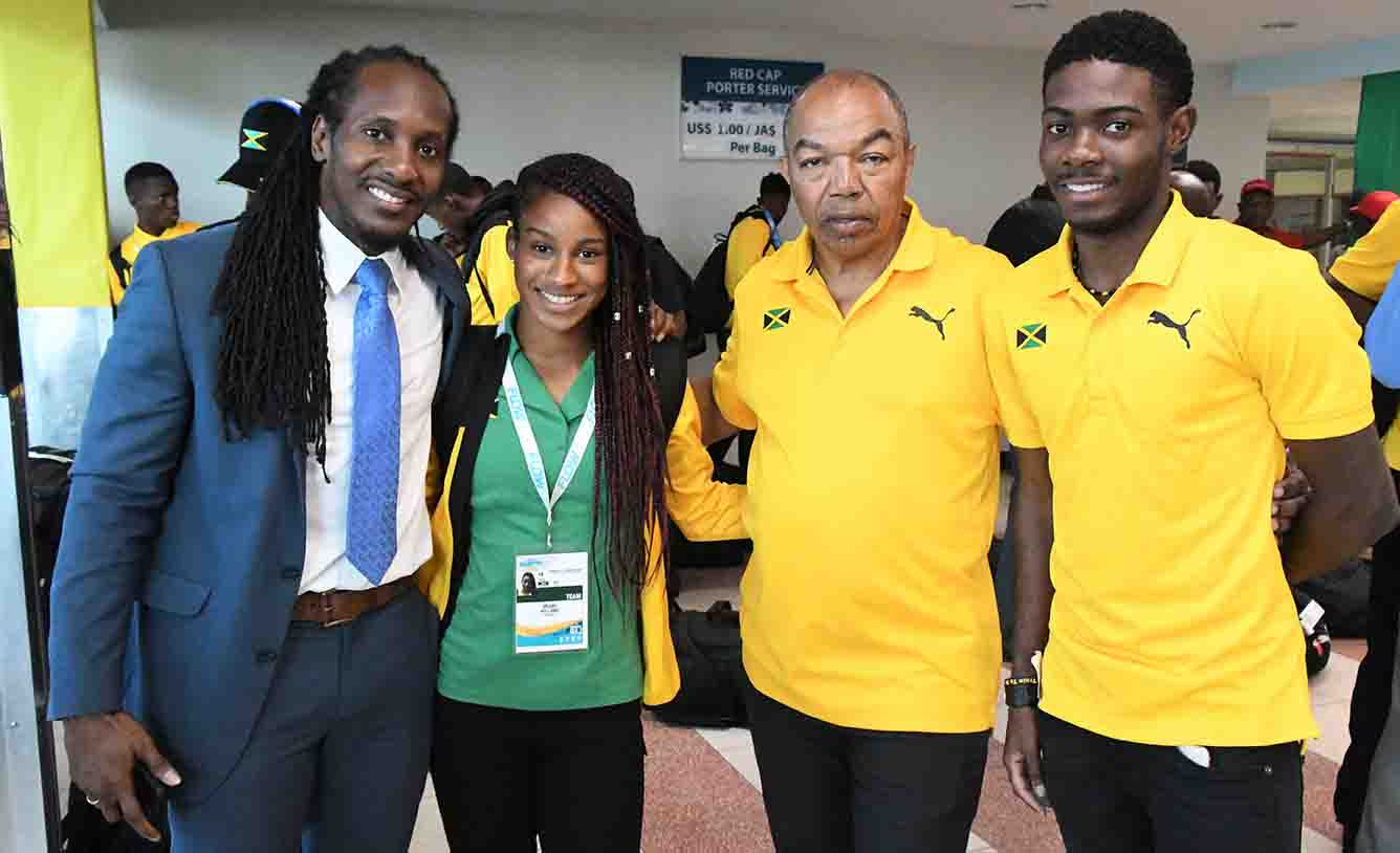 Terrelonge-greets-athletes